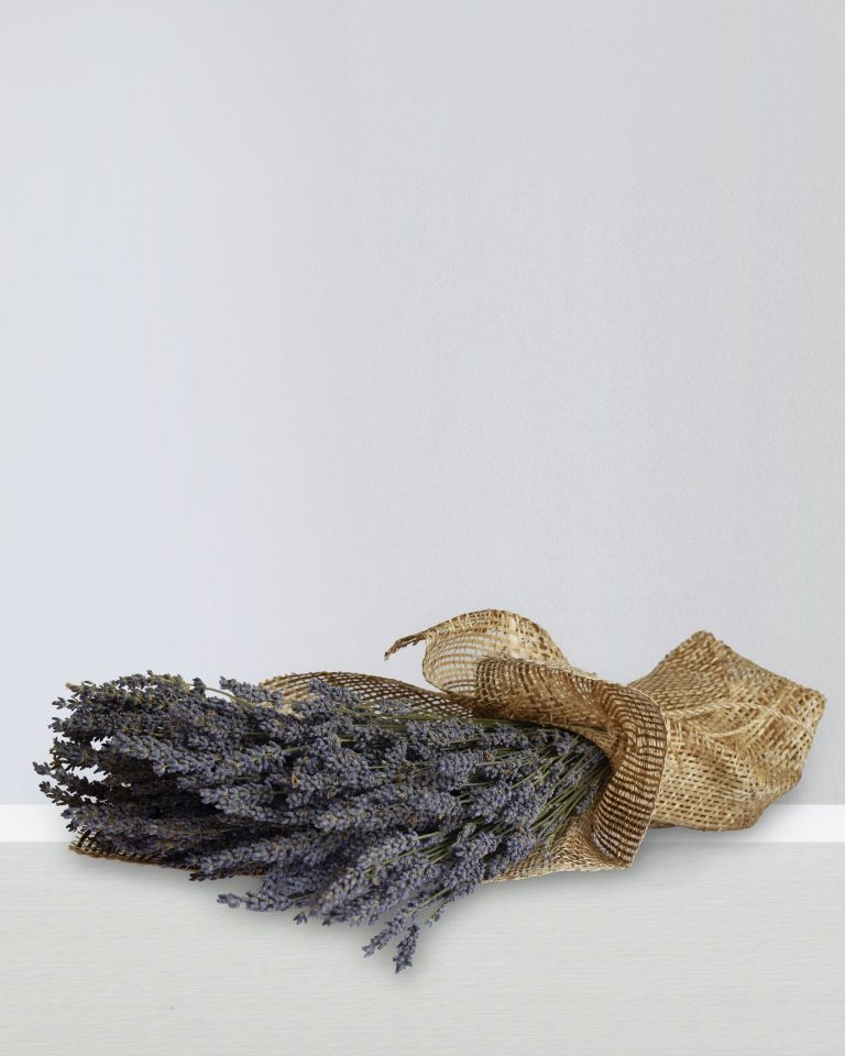 DRIED LAVENDER BOUQUET IN BURLAP